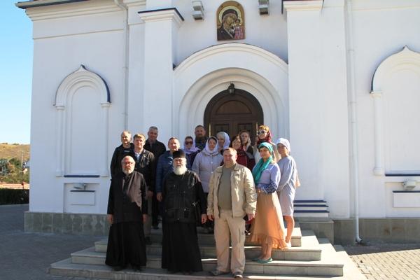 Сотрудники и ветераны УФСИН России по Самарской области совершили паломническую поездку в Свято-Богороднический Казанский мужской монастырь в селе Виновка
