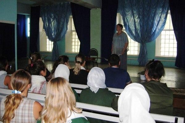 Наталья Купина выступает перед осужденными